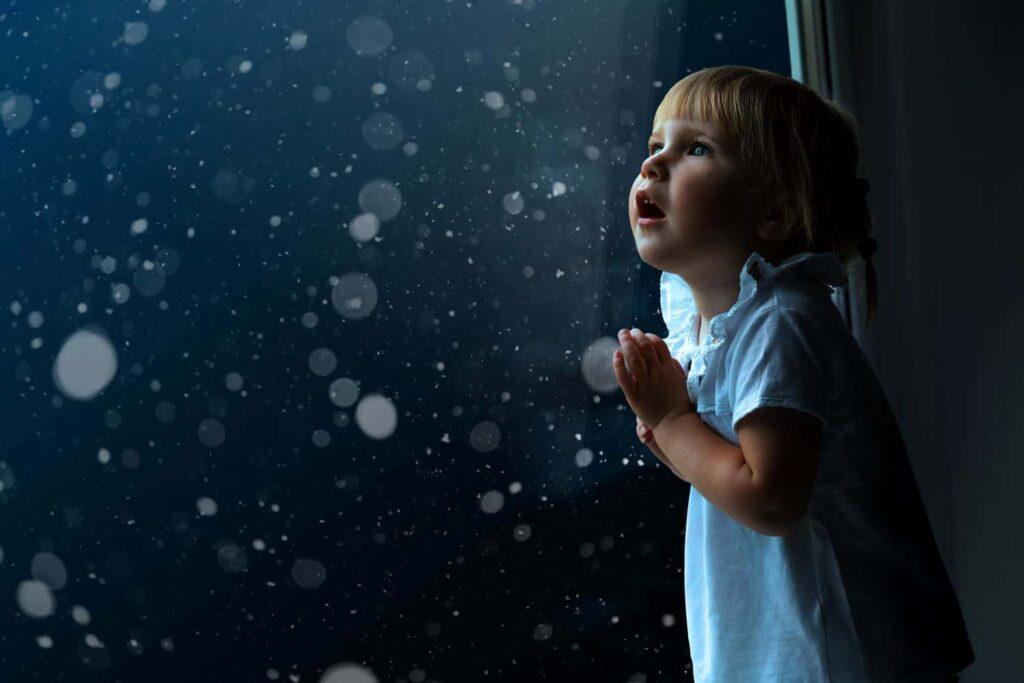 Child looking at night sky for Matariki.