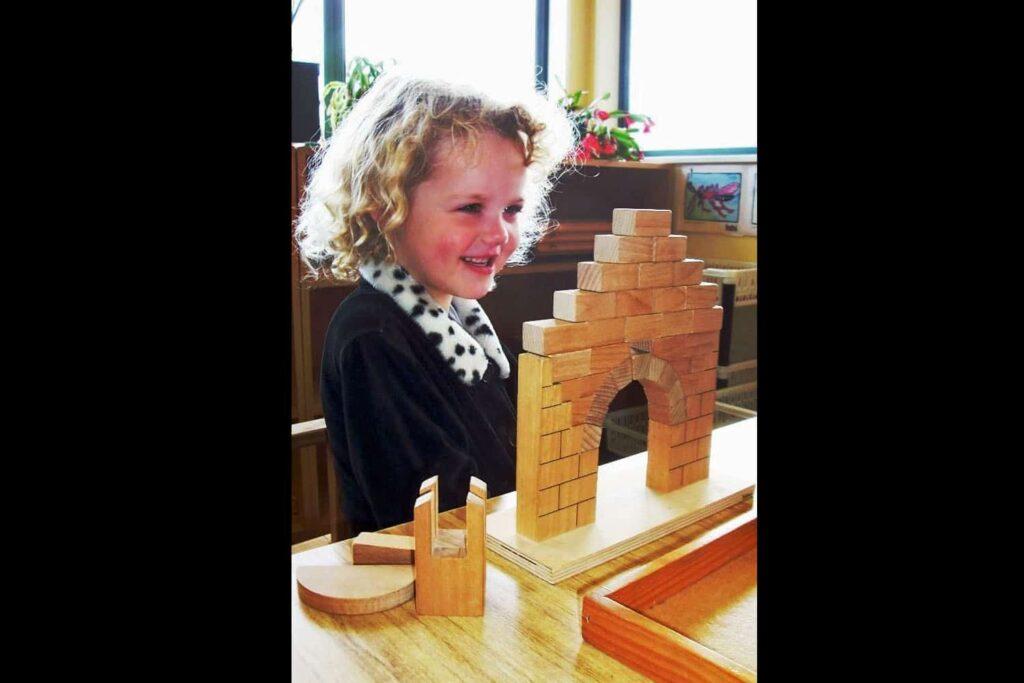 Montessori equipment child does Roman Arch