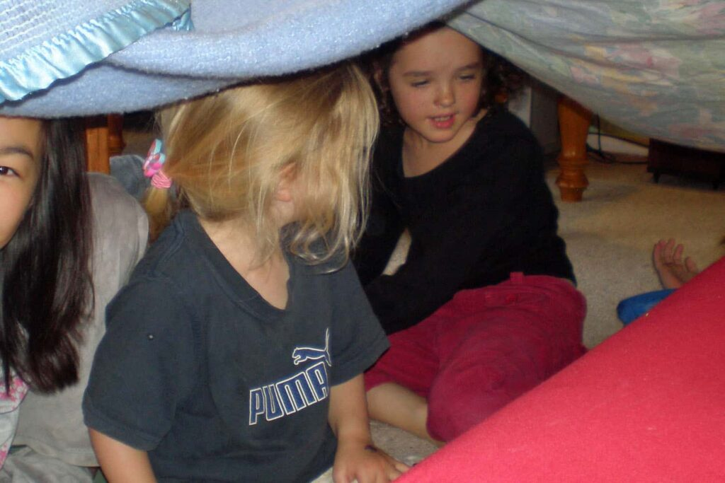 blanket tent inside play winter