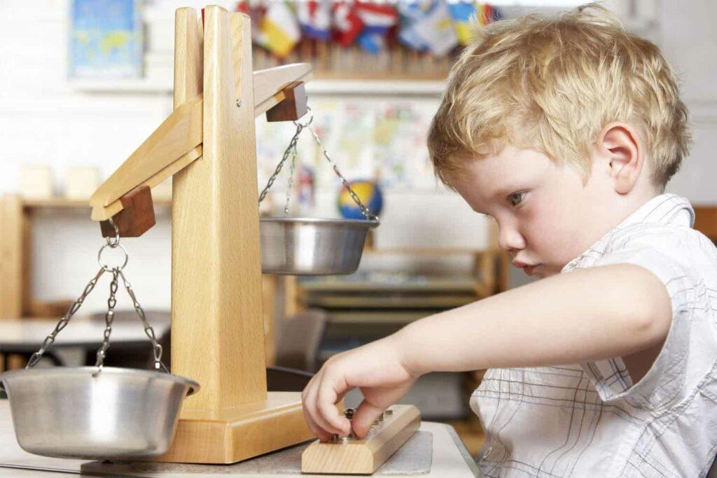 scales balance Montessori equipment